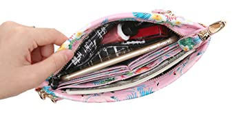 Capacity of this clutch purse
