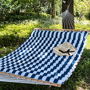 sway away those lazy summer days in style with your spouse or let the kids pile in as it can safely support up to 450 pounds    lazy daze hammocks 58 inch double size pillow top hammock swing      rh   lazydazehammocks