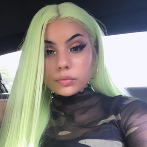green synthetic wig