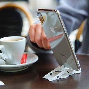使用Pocket Tripod PRO稳定您的手机,实现免提视频通话或实时视频。