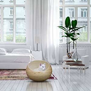 Our Fhasso cat bed complements any decor as a decorative, contemporary accent piece