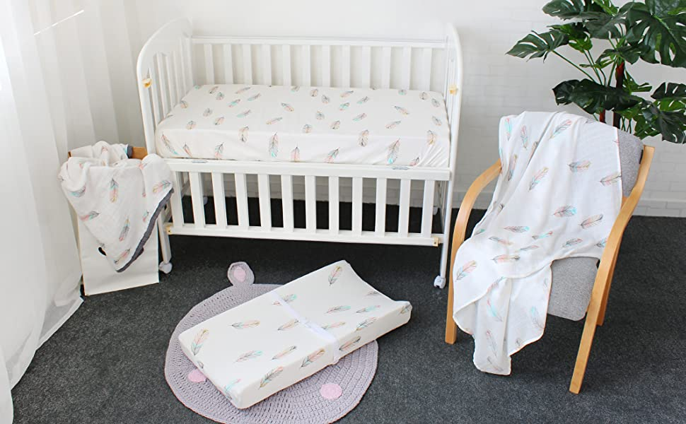 White feather print fitted cot sheet nursery unisex bedding, 100/% cotton
