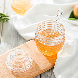 FineInno Crystal Glass Honey Pot Jam Jar with Honey Dipper Spoon and Lid Transparent Beehive Storage Jar 265 ml