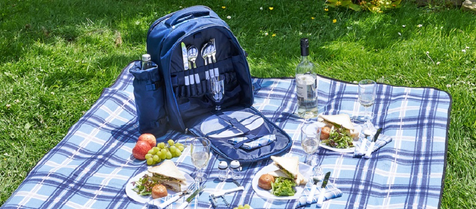 Amazon.com : VonShef - 4 Person Blue Tartan Picnic Backpack Bag with on