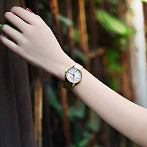 Our Aims is about people who find beauty in simplicity. This watch belongs to those who love watches.