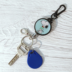 HASFINE Retractable Keychain Badge Holder Carabiner, Cute Retractable Badge Reel Clip with Key Chain Stainless Hook,Snoopy