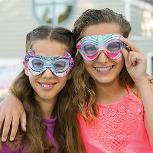 Stylish swimming goggles