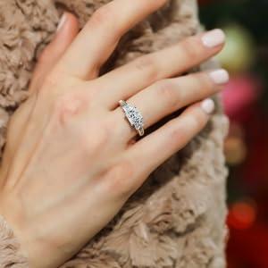 princess cut 3 stone rings berricle r686