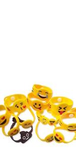 Amazon.com: OHill 24 Pack Emoji Plush Pillows Mini Keychain ...