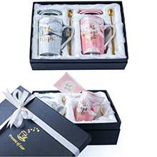 GIFT BOX WITH LIDS、SPOONS、GREETING CARD AND SILK RIBBON