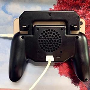 The game controller is also a mobile power source that can charge the phone