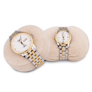 Flexible watch pillow for all sizes