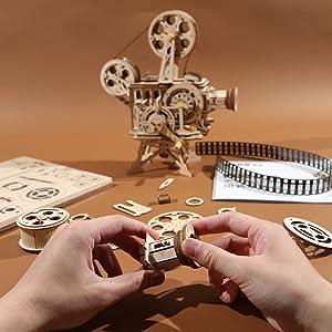 FUN TO BUILD 3D PUZZLE