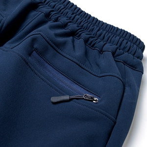 Back pockets with zipper