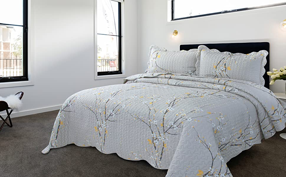get cozy with the Bedsure plum blossom printed floral quilt set