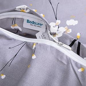 concealed zipper closure
