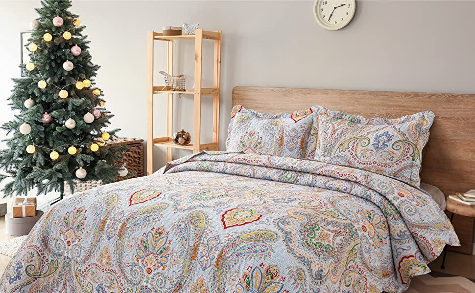 Paisley Bedspread Set Front View