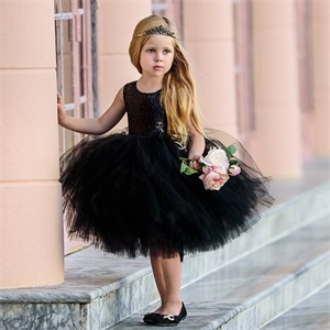 4ae624b3183 Simple princess dress with a small dress and a bow at the waist that gives  the girl a sweet and noble feeling.