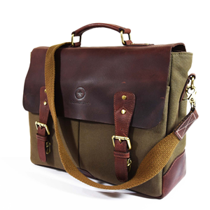 2457d3dfa9 With two compartments and an inner zipper pocket