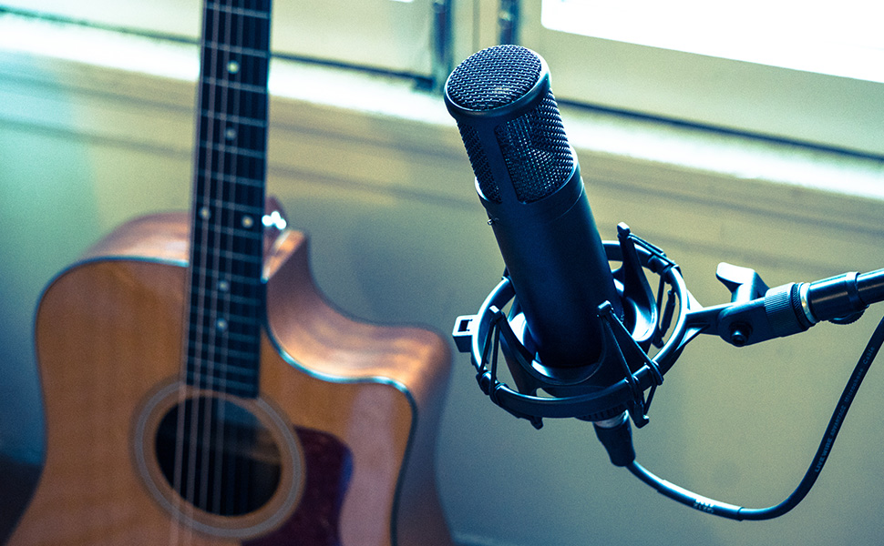 sE2200 and acoustic guitar