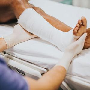 breathable diabetic socks for injured feet and legs