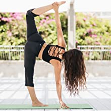 Yogipace Womens 20//22//24 Cropped Kick Flare Yoga Pants with Pockets Capri Length Slim Fit Pants Lounge Crop Pant