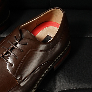 Premium Leather Lining, Latex Cushioned Footbed