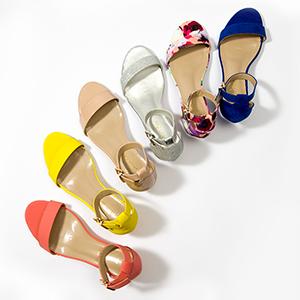 越简单越流行,一字带凉鞋演绎简约时髦范