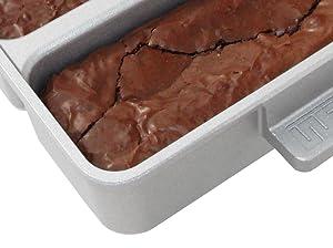 Amazon Com Baker S Edge Nonstick Edge Brownie Pan