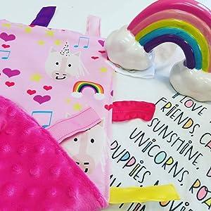 Amazon.com: Unicornio con amorosas de arcoíris y música ...