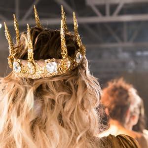 crown queen chiquis