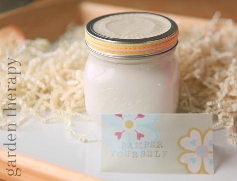 Lavender Grapefruit Whipped Coconut Lotion via Gardentherapy.ca. Image courtesy Stephanie Rose.