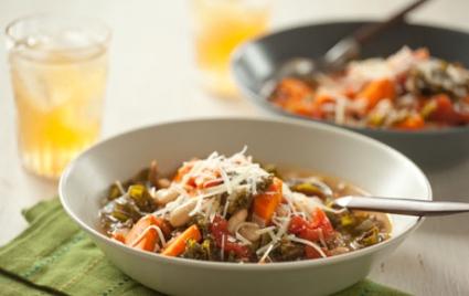 Vegetarian Tuscan Kale and White Bean Soup