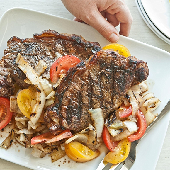 Grilled Strip Steak With Spicy Onion and Tomato Salad