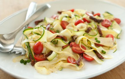 """Raw Vegetable """"Pasta"""" with Tomatoes"""