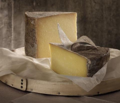 Clothbound Cheddar Cheese