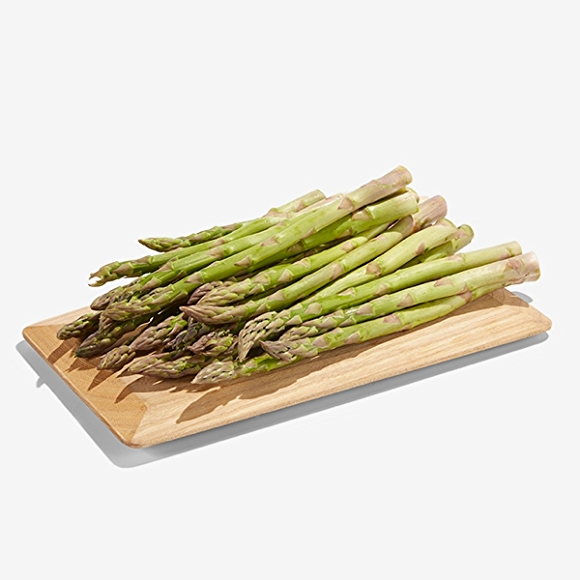 Image of asparagus on cutting board