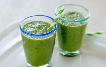 Cucumber-Cantaloupe Green Smoothie