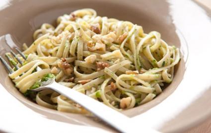 Whole Wheat Linguine with Green Pea Pesto