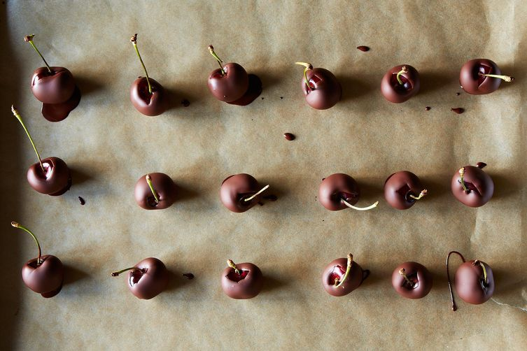 No-Temper Chocolate-Dipped Cherries