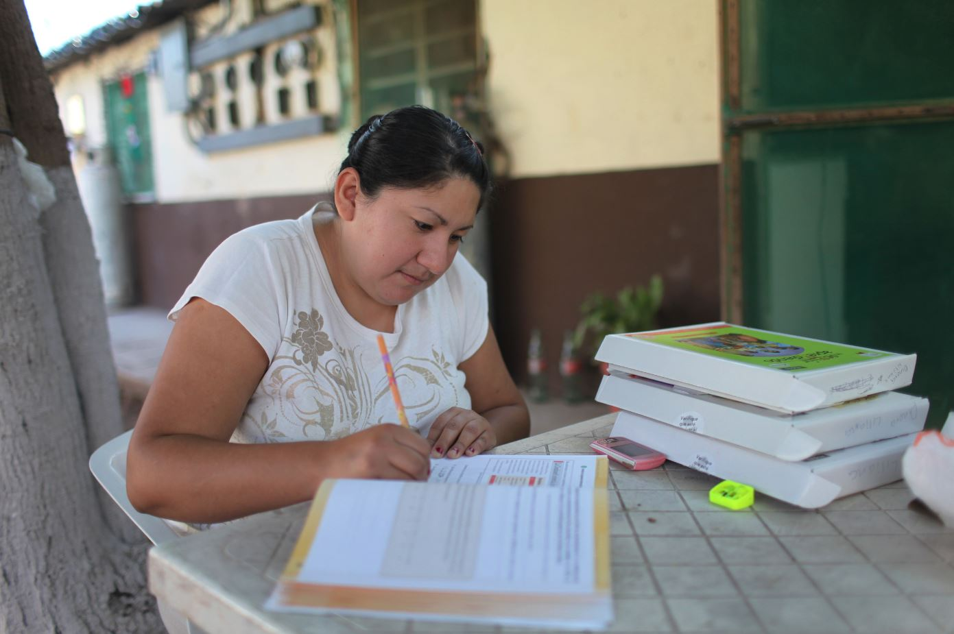 Divemex: Culiacán, Mexico | Dinora Verduzco Ayón, 26, from Tamasula, Durango, completes her assignments for the open adult junior high school course she is undertaking as the recipient of a Whole Trade-sponsored employee scholarship.