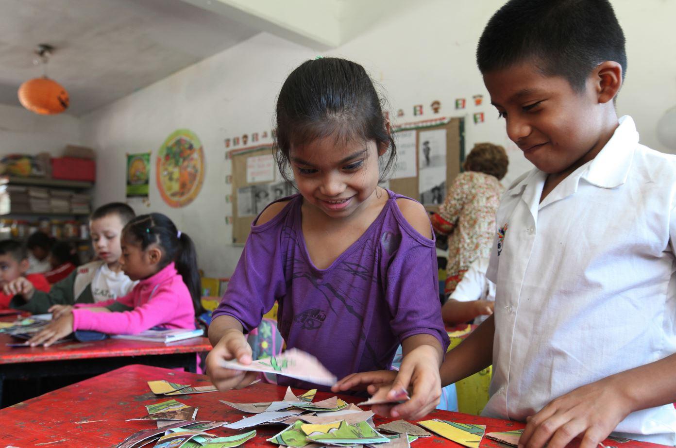 Divemex: Culiacán, Mexico | Dafné Jaquelin Jimenez Camilo (left), 7, and Jesus Manuel Camilo Diaz, 9, attempt to solve a jigsaw puzzle during their second grade class at Benito Juarez Elementary School.