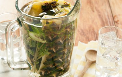 Pineapple-Chile Water with Mint