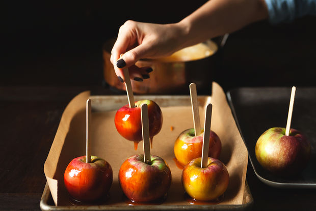 Simplest Caramel Apples